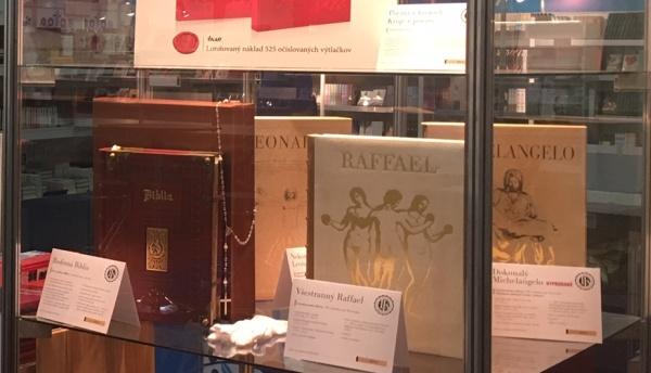 luxusné knihy na Bibliotéke v Inchebe